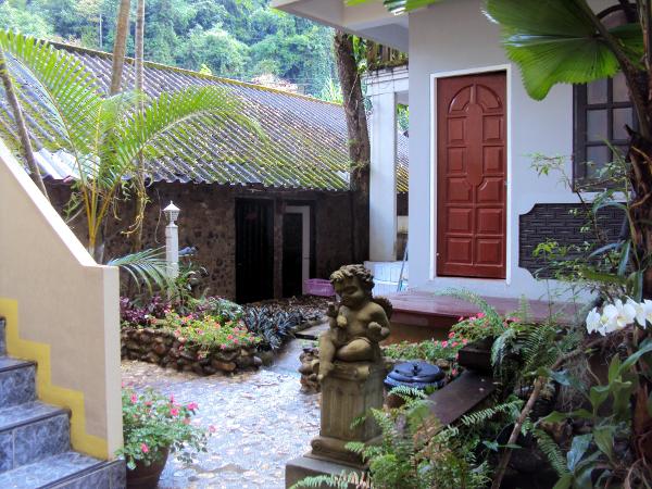 Courtyard - Thansila Hot Springs Resort - Ranong - Thailand