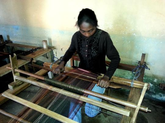 Weaving Silk - Talata - Madagascar