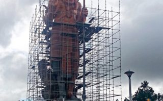 The Shiva statue at Grand Bassin was getting a touch up when I was there.